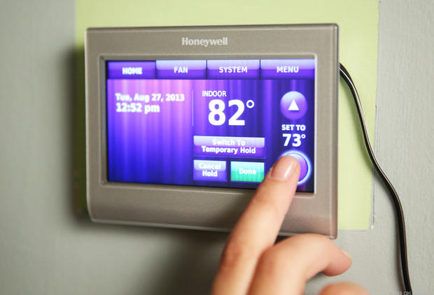 "Why You Shouldn't Keep the Fan Switch on Your Thermostat in the ""On"" Position"